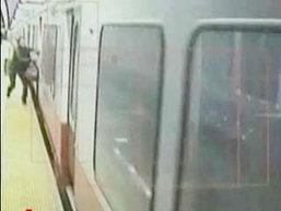 ผู้โดยสารหญิงเตรียมฟ้องรถไฟใต้หลังถูกประตูหนีบ