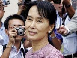 สื่อพม่าตำหนิ ซู จี ทำลายภาพลักษณ์รัฐบาลทหาร
