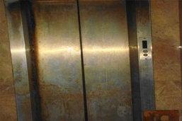 สยอง! ลิฟท์หนีบเด็ก14 ตายตาทะลัก