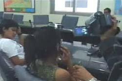 ตำรวจ ตม.ชลบุรีรวบแม่เล้าวัย 17 พาสาว 16 ขายบริการ