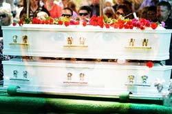 ชาวออสซี่ ร่วมฝังศพเด็กชายผู้เสียสละชีวิต