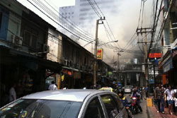 ด่วน!! ไฟไหม้อาคารพาณิชย์ ซ.ศาลาแดง