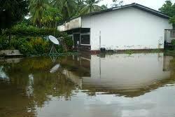 จับแก๊งโจร แต่งตำรวจขโมยของบ้านที่ถูกน้ำท่วม