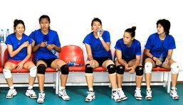 """ข่าวกีฬา : ชมภาพชุด 7 นักวอลเลย์สาวไทยซ้อมร่วมทีม""""อิกติซาดซิ บากู""""ก่อนลุยศึกซีอีวีคัพ"""