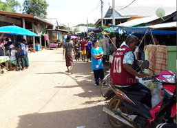 แรงงานพม่าเริ่มใช้สอยหลังรับเงินค่าจ้างสหฟาร์ม