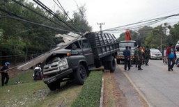 จ่าหน้ามืดวูบ! ขับรถทหารชนเสาไฟฟ้า คาค่ายสุรนารี
