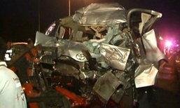 รถตู้นักแสวงบุญ เสยท้ายรถสิบล้อที่โคราช ดับ 7 ศพ