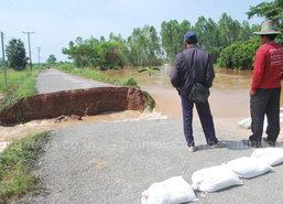 แม่น้ำวังทองซัดถนนขาดอีกสาย - นาข้าวจม