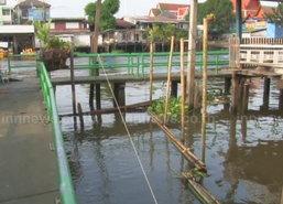 ชุมชนบางกอกน้อยทำแนวกั้นรับน้ำทะเลหนุน