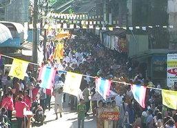 เทศบาลมะขามเมืองจันท์ปิดถนนตักบาตรเทโว