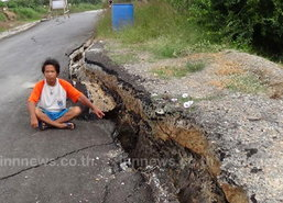 ถนนอ่างทองพังซ้ำซาก หวั่นเกิดอุบัติเหตุ