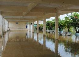 พัทลุงฝนตกหนัก-น้ำทะเลหนุนท่วมโรงพัก