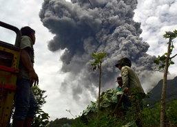 อินโดฯอพยพปชช.หลังภูเขาไฟสินาบุงปะทุ