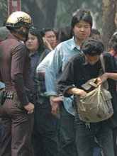 รัวฆ่าเหี้ยมนักศึกษาอุเทนฯดับ ลามศึก2สถาบันรับศพตีกันเละ