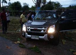 หนุ่มใหญ่ซิ่งรถฝ่าสายฝนเสียหลักฟาดต้นไม้เจ็บ