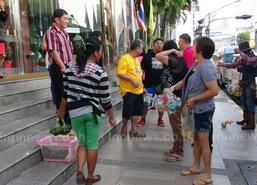 ชาวมาเลย์-สิงคโปร์ทยอยออกไทย หลังร่วมงานสงกรานต์