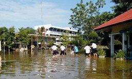 น้ำทะเลหนุนสูง-กำแพงถล่ม ทะลักท่วมวิทยาลัยดัง