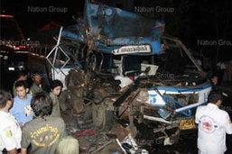 รถเมล์สาย147เสยท้ายสิบล้อ คนขับตายคาที่-ผู้โดยสารเจ็บ