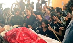 ครอบครัวเศร้า รับศพ ร.ต.ท.ถูกนางแบบสาวขับรถชน กลับไปบำเพ็ญกุศล