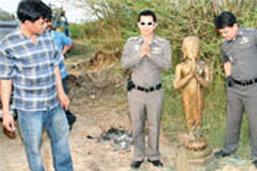 ผงะพบพระพุทธรูปโบราณซุกบ่อน้ำ