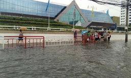 ฝนตกหนักทำน้ำท่วมถนนแจ้งวัฒนะ ชาวเน็ตแห่แชร์ภาพ