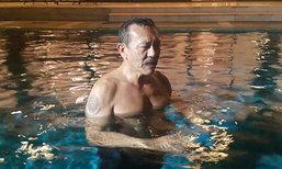 'ชูวิทย์' ว่ายน้ำโรงแรมย่านสุขุมวิท หลังพ้นคุก