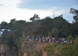 ศรีสะเกษนักท่องเที่ยว15,000คนแห่ขึ้นผามออีแดง