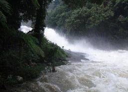 น้ำป่าทะลักเมืองคอนสั่งปิดน้ำตก-ย่านการค้าทุ่งสงอ่วม