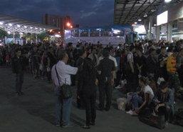 ปชช.ทั่วไทยแห่กลับกทม.สถานีรถทัวร์-รถไฟคึกคัก