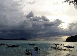 คลื่นสูงงดนำนทท.ขึ้นเกาะตะรุเตา-เกาะอาดังช่วงนี้