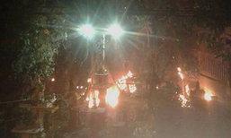 ระทึก ไฟไหม้ต้นไทร 100 ปี คาดจุดธูปเทียนขอหวยเป็นเหตุ