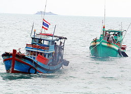 ทัพเรือจับประมงเวียดนามลักลอบตกหมึกน่านน้ำ