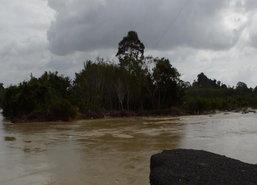 มวลน้ำจากแม่น้ำตรังหลากท่วมหลายจุดในอ.เมืองต่อเนื่อง