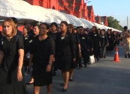 ยายวัย73มาจากชลบุรีเข้ากราบพระบรมศพอย่างที่ตั้งใจ