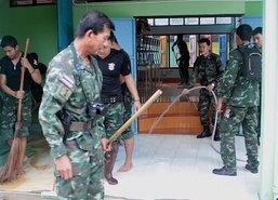 น้ำท่วมยะลาคลี่คลายขณะครูน.ร.ทหารทำความสะอาดร.ร.