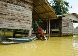 พัทลุงน้ำยังท่วมขังหมู่บ้านริมทะเลสาบสงขลา