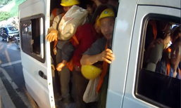 ตร.ตะลึง! รถตู้ 6 ที่นั่ง บรรทุกคน 40 คน