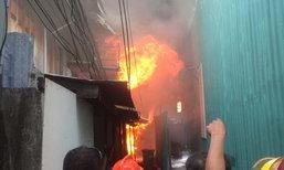 ไฟไหม้ชุมชนซอยประดิพัทธ์ 23 รวบผู้ต้องสงสัยวางเพลิงได้