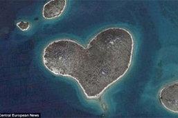 ทั่วโลกคลั่ง เกาะหัวใจ ฉลองเทศกาลวาเลนไทน์