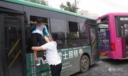 สองคนขับรถเมล์จีนทะเลาะเดือด ผู้โดยสารกลัว โดดหน้าต่างหนีวุ่น
