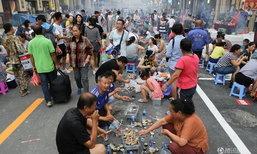 อร่อยเหาะ ชาวเมืองตานตงล้อมวงปิ้งย่างหอยกาบฟรีกว่า 3,500 กก.