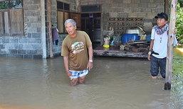 น้ำยังทะลักท่วม อ.จัตุรัส ถูกตัดขาดจากภายนอก