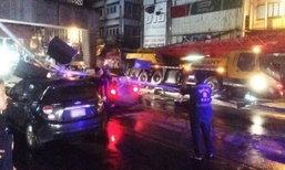 รถเครนเกี่ยวป้ายเหล็ก อุโมงค์บางพลัด ทับรถเสียหาย 2 คัน