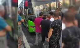 เด็กขึ้นรถเมล์ไม่ซื้อตั๋ว คนขับคว้ามีดแทงพ่อแม่ ดับ 1 เจ็บ 1
