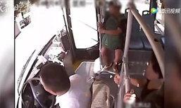 หนีระทึก! 2 หนุ่มถูกหลอก วิ่งขึ้นรถเมล์ ดีได้คนขับพาแจ้งตร.
