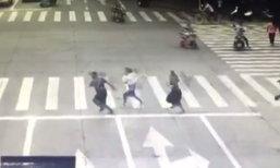 ยกนิ้วให้เลย! 2 ตำรวจหญิงของจีนวิ่งจับโจรด้วยใส่ส้นสูง