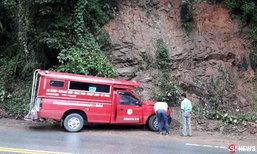 รถแดงลงดอยสุเทพเบรกแตก โชเฟอร์หักชนเขา เจ็บ 4 ราย
