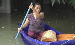 ชาวบ้านนอกคันกั้นน้ำปทุมธานีระทม น้ำท่วมสูงกว่า 1 ม.