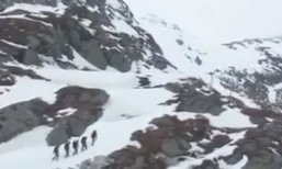 """ปิดทองหลังภูเขาหิมะ ทหารจีนกับ """"ป้อมกลางเมฆา"""" อันหนาวเหน็บ"""