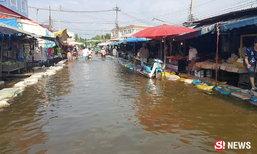 ตลาดไผ่ท่าโพเมืองพิจิตร เป็นตลาดน้ำพริบตา แม่น้ำยมเอ่อล้นท่วม